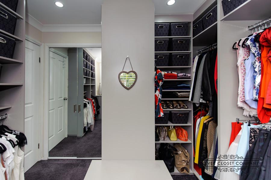 Dressing Room with Mirror Doors